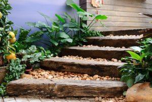 Trepte, scari facute din lemn si pietre