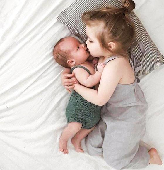 Nou nascut cu surioara